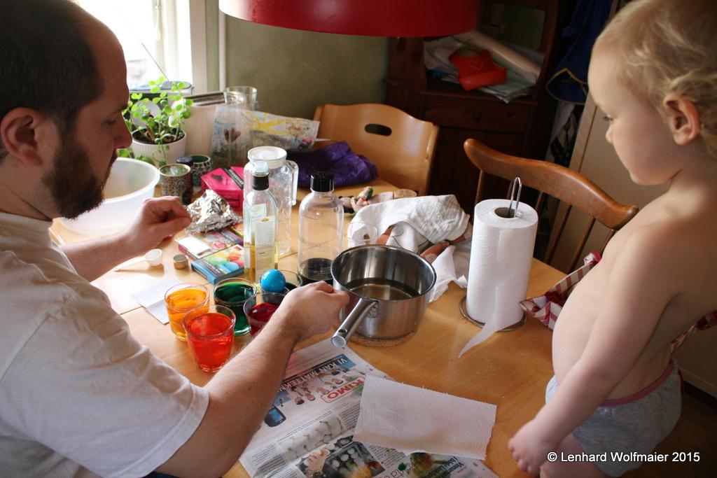 Prepairing Easter-eggs